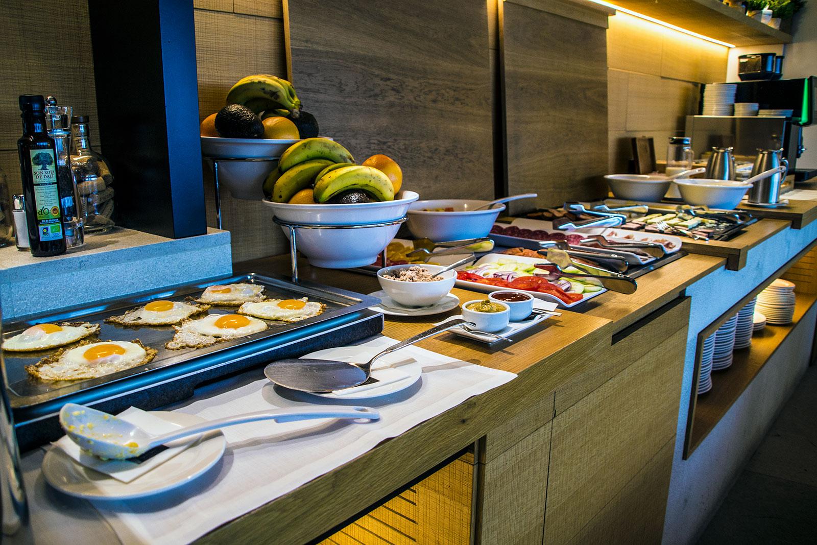 Desayuno del hotel Nakar - qué ver en Mallorca