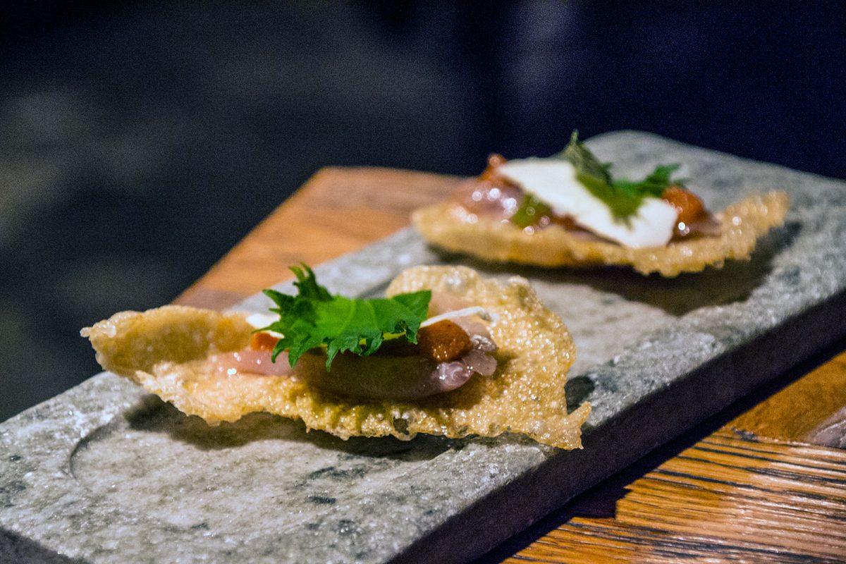 Sashimi de jurel ahumado, crujiente de arroz, mentaiko y kizami wasabi - Restaurantes Mallorca
