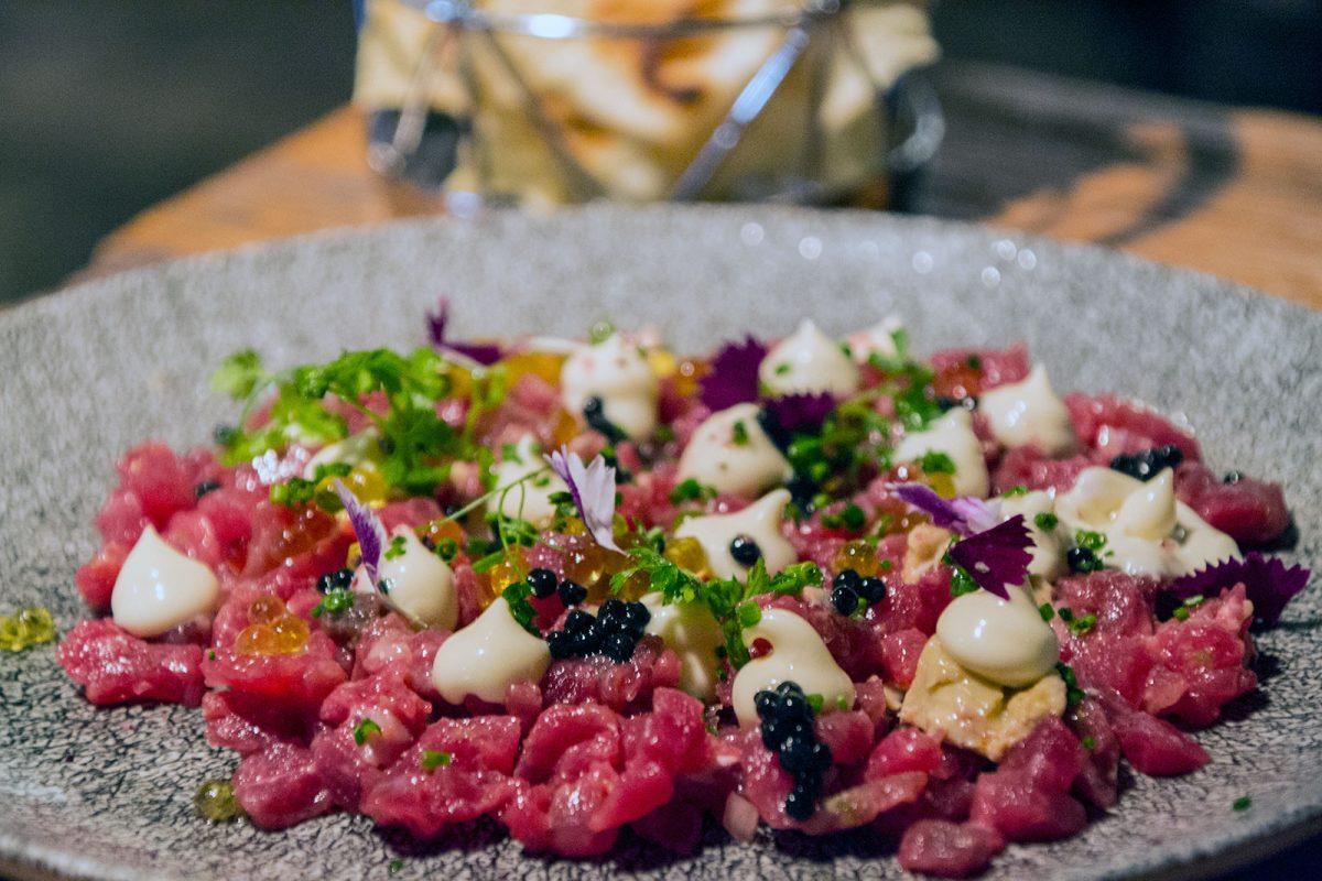 Steak tartar con trufa, foie y mayonesa de Jerez - Restaurantes Mallorca