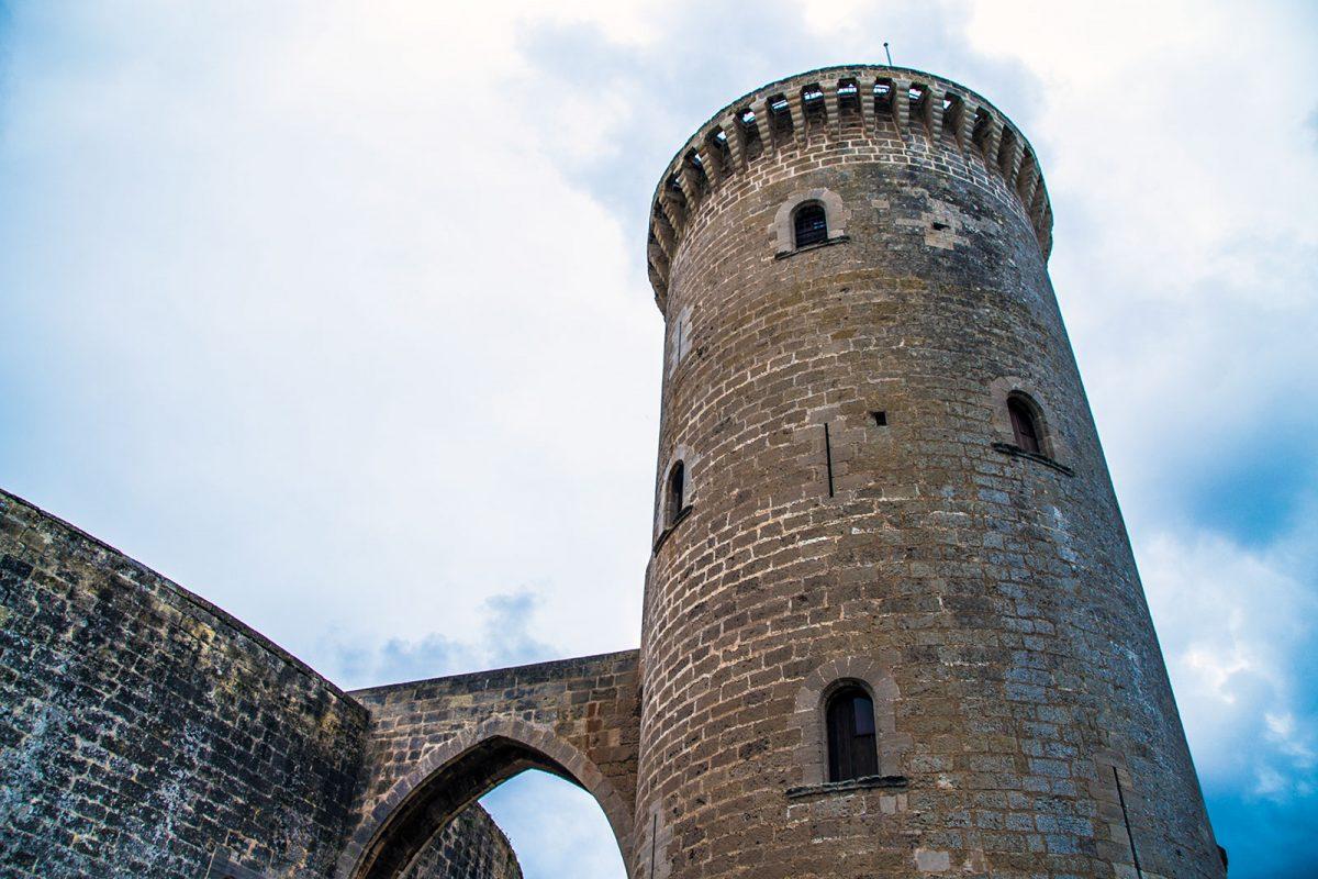 Torre del castillo de Bellver - qué ver en Mallorca
